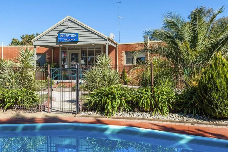COMFORT INN COACH AND BUSHMANS - Accommodation NT