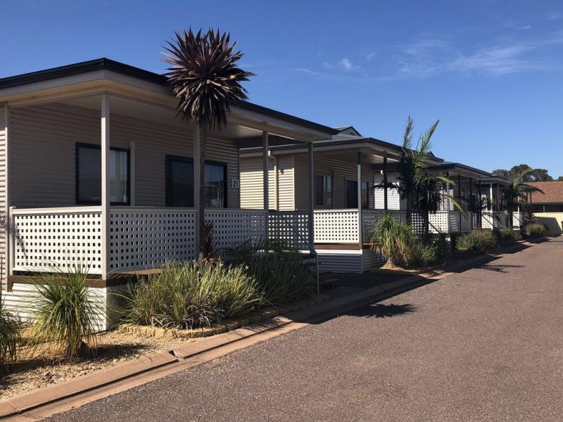 Sundowner Cabin and Tourist Park - Accommodation NT