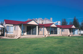 The Mac's Beachfront Villas - Accommodation NT