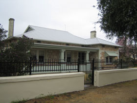 Naracoorte Cottages - MacDonnell House - Accommodation NT