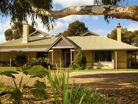 Whistler Farm - Accommodation NT