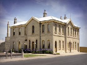 The Customs House - Accommodation NT