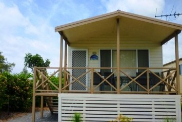 Belmont Pines Lakeside Holiday Park - Accommodation NT