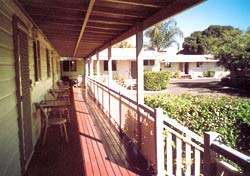 Bottle Tree Gardens Motel - Accommodation NT