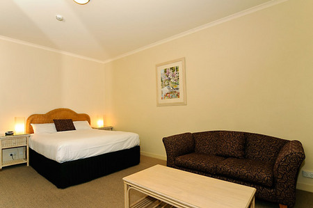Quality Hotel Tiffins on the Park - Accommodation NT