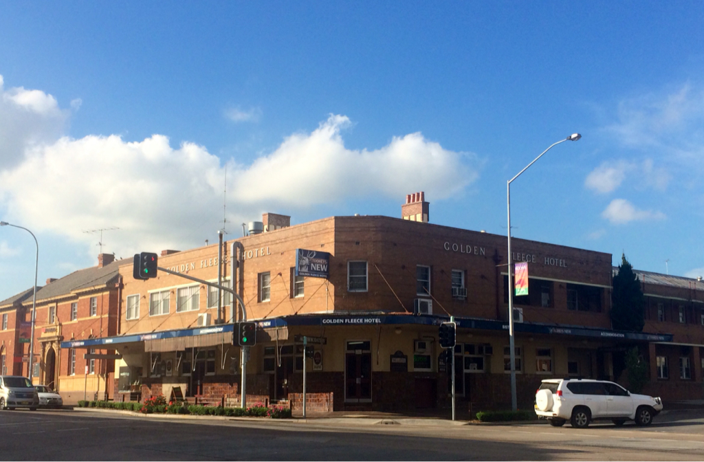 Golden Fleece Hotel - Accommodation NT