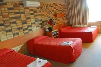 Palms Hotel Motel Chullora - Accommodation NT