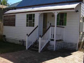 A Pine Cottage - Accommodation NT