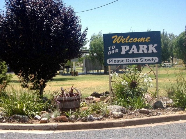 Country Club Caravan Park - Accommodation NT