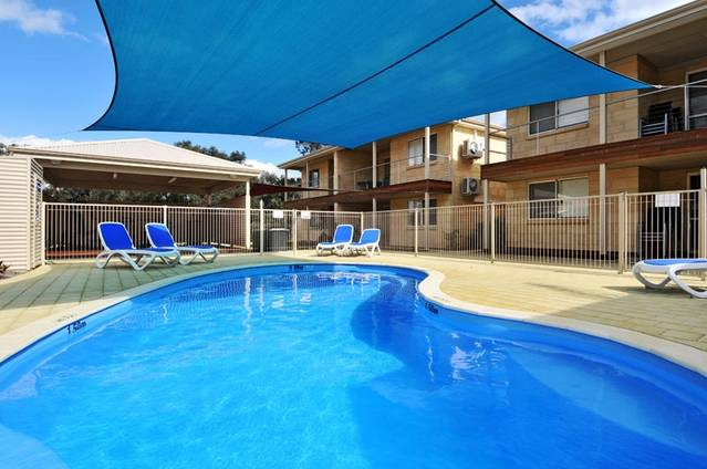 Lakeside Holiday Apartments - Accommodation NT