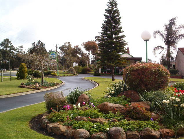 Mount Barker Valley Views Motel and Chalets - Accommodation NT