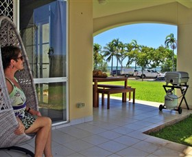 Absolute Beachfront Apartment - Accommodation NT