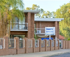 Toddy's Backpackers and Budget Accommodation - Accommodation NT