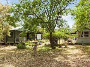 Red Tractor Retreat - Accommodation NT
