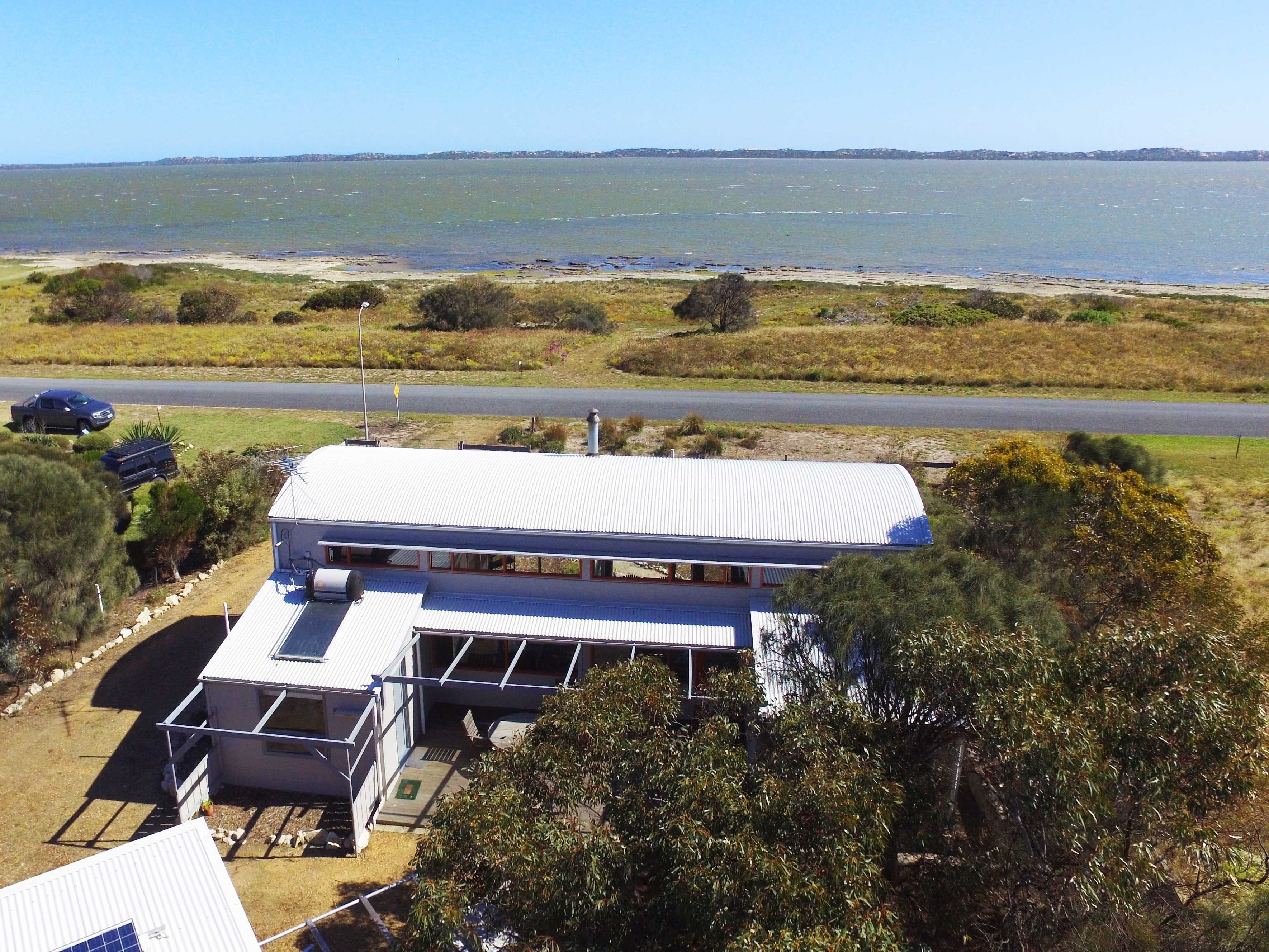 Coorong Aurora - Breathtaking Waterfront Escape - Accommodation NT