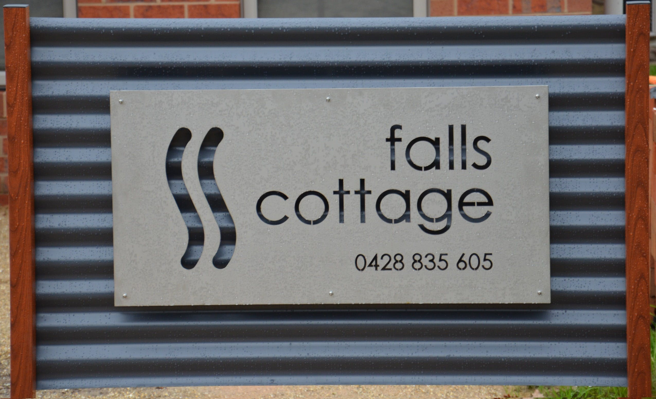 Falls Cottage Whitfield - Accommodation NT