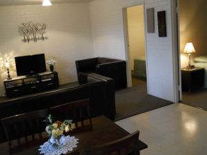 BJs Short Stay Apartments - Accommodation NT