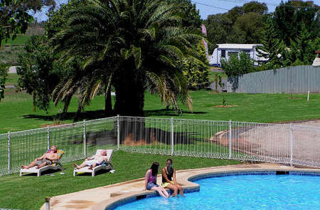 Swan Hill Holiday Park - Accommodation NT