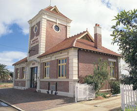 Merredin Town Hall - Accommodation NT