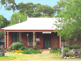 Stacey Studio Gallery  Almond Grove BB - Accommodation NT