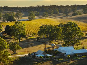 Hutton Vale and Farm Follies - Accommodation NT