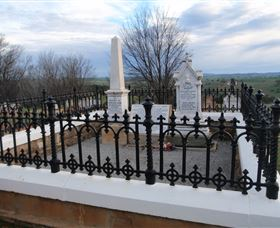 Hamilton Humes Grave - Accommodation NT