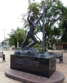Miners Memorial Statue - Accommodation NT