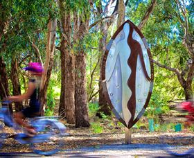 Wagirra Trail and Yindyamarra Sculpture Walk - Accommodation NT