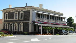 Royal Arms Hotel - Accommodation NT