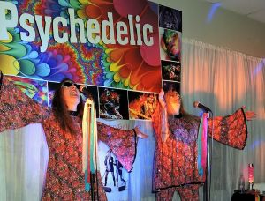 Psychedelic 70s Show The Retro Girls - Accommodation NT