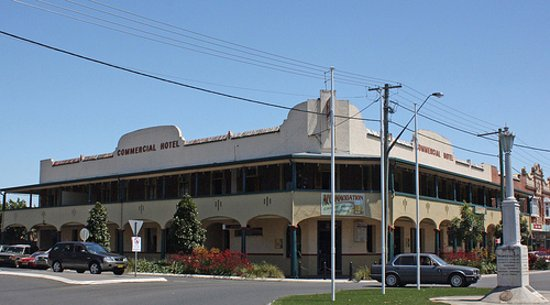 Commercial Hotel - Accommodation NT