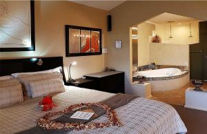 Romantic Getaways at Riverview Rise Retreats - Accommodation NT