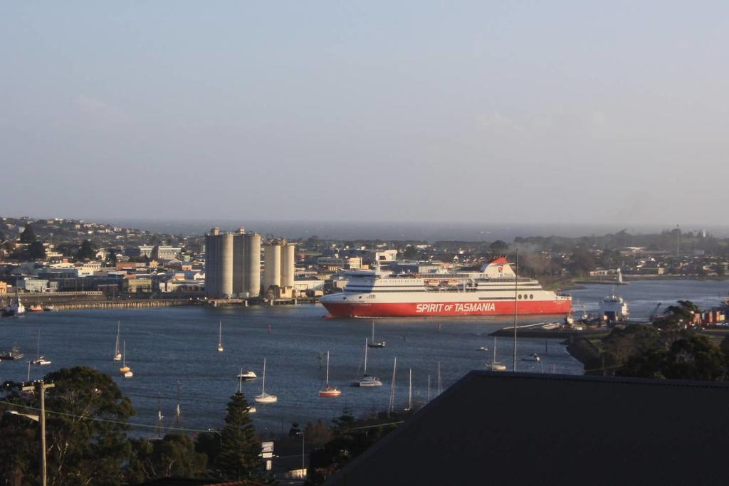 DevonPORT VIEWS - Accommodation NT